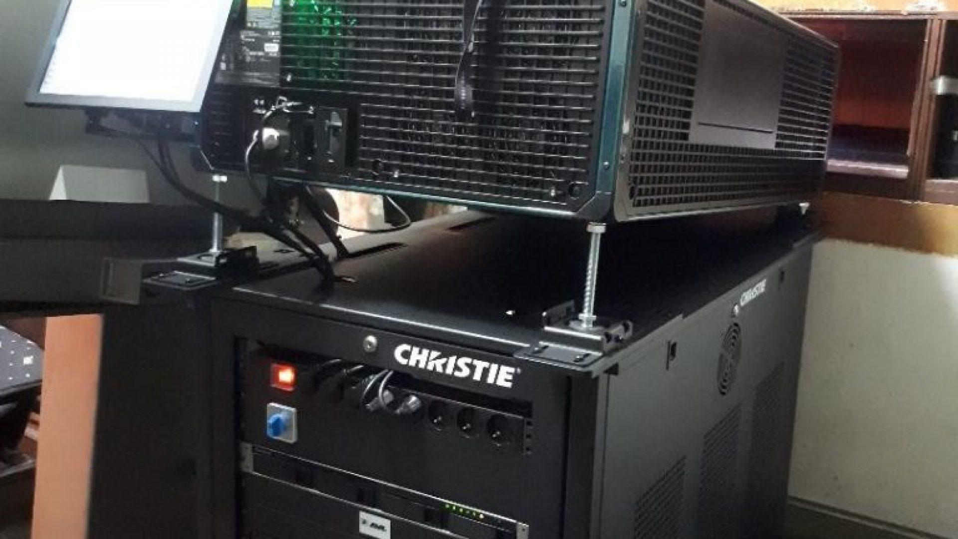 Novi Projektor Za Bioskopske Projekcije